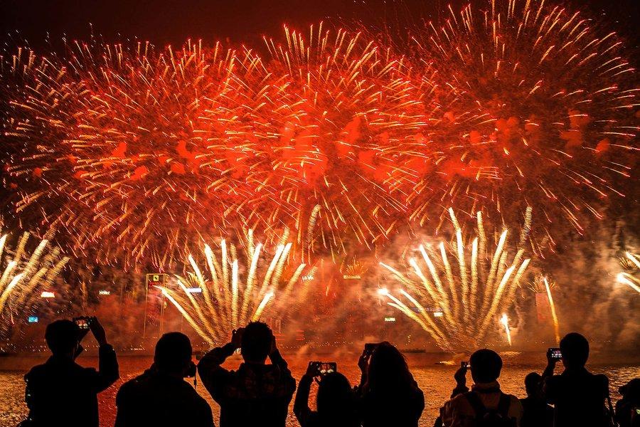 chinese new year fireworks skyline hong kong NEWYEARHK0119